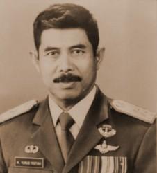 Yunus Yosfiah